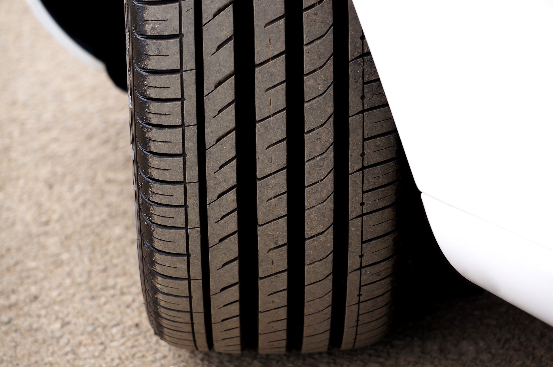 How to Keep Your Car Tyres Clean & Safe for Durability?